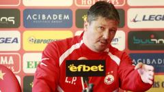 ЦСКА отново преговаря с Любослав Пенев!