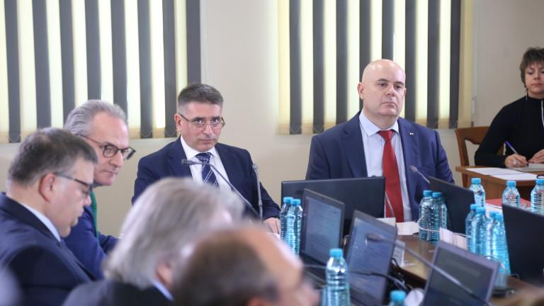 Президентът разглежда указа за Иван Гешев след връщането си от Япония