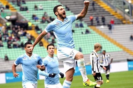 Лацио прие условията на Левски
