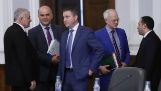 Тристранката попари БСП за намаляване ДДС на хляба и подкрепи щастието на Горанов
