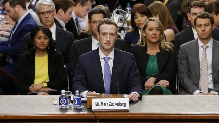 """Зукърбърг призна за """"много грешки"""" пред Сената"""
