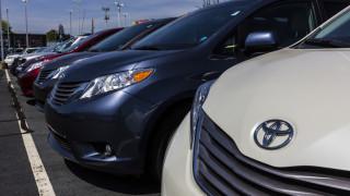 Акциите на японските автомобилни производители и компаниите за чипове в Южна Корея паднаха