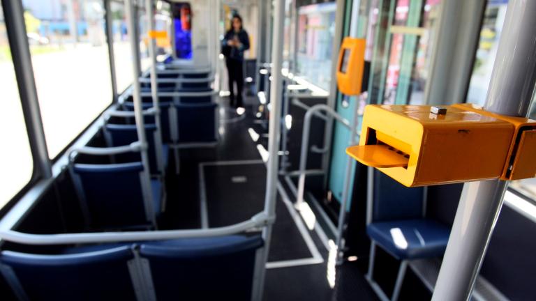 Кондуктори от градския транспорт във Варна излязоха на протест