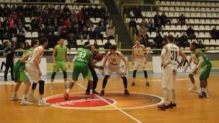 Македонци спряха победната серия на Берое