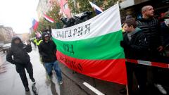 Патриотични песни и освиркване пред турското посолство в София