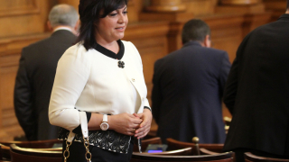 Опозицията скочи срещу Цачева заради орязания парламентарен контрол