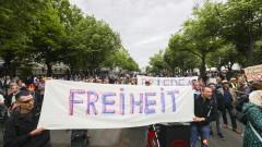 60 задържани при 40 протеста на десни и леви в Берлин в събота