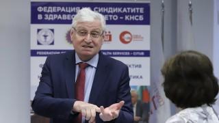 КНСБ обеща 900 лв. заплата за училищния медицински персонал до дни