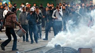 Протести в Тунис срещу преходното правителство