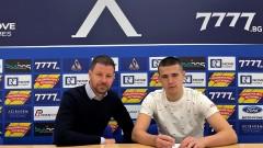 Марин Петков подписа професионален договор с Левски