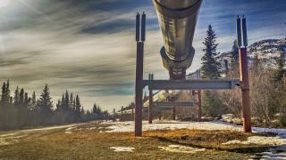 Петролната индустрия е уязвима от климатичните промени. Буквално