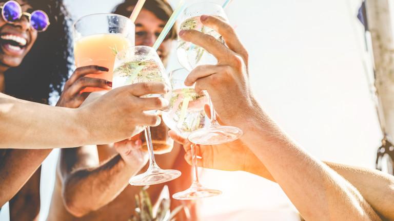 Три коктейла, които да опитаме това лято
