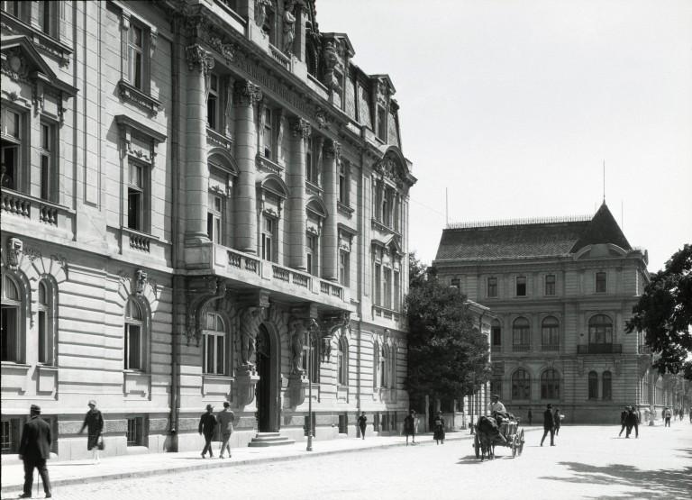 """Сградата през 1926 година, когато е собственост на """"Българска централна кооперативна банка"""""""
