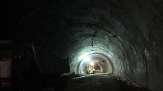 """Тир откърти кабели и мазилка в тунел """"Витиня"""""""