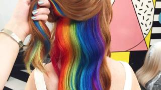Нова мания! Коса в цветовете на дъгата (СНИМКИ)