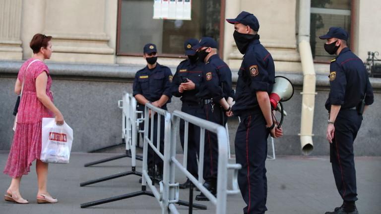 Граждани на Беларус започнаха да поставят палатки в посолството на