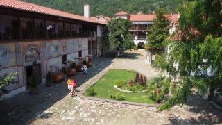 Синодът смени игумена на Бачковския манастир