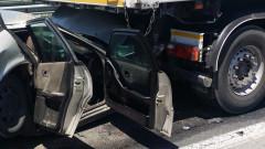 Жена и дете загинаха при удар на камион и кола край Шумен