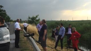 Теч на бензин от нефтопровод в Бургас