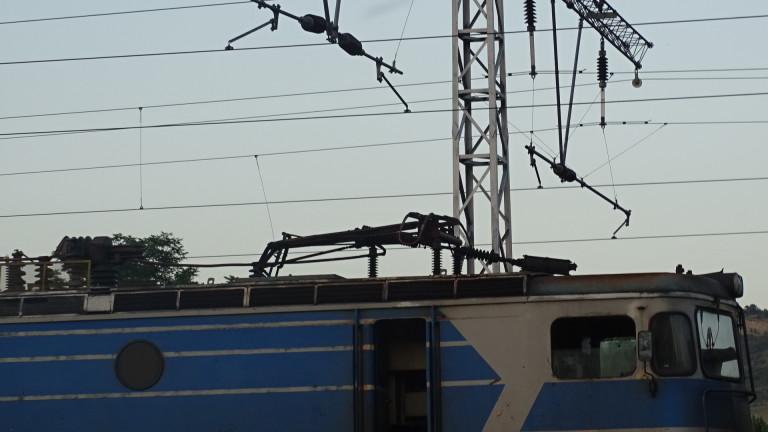 Пламна локомотивът на пътничския влака Ямбол - Бургас. Няма пострадали,