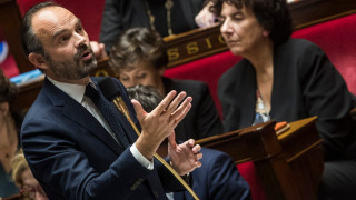 Френският премиер търси излизане от кризата с протестите чрез опозицията