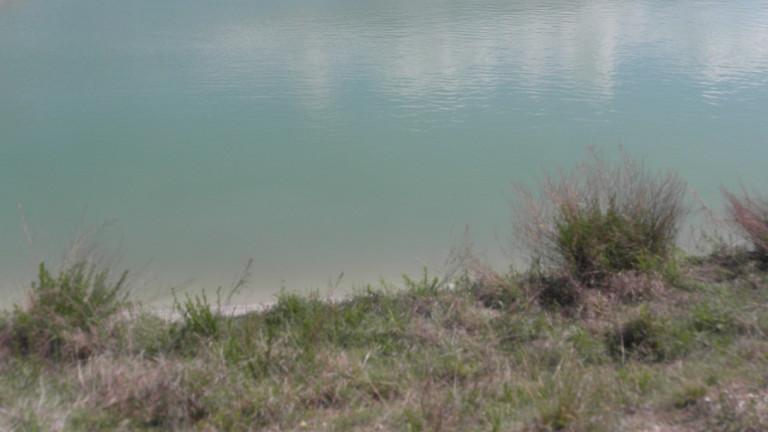 Водите на река Струма текат в синьо