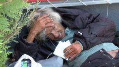 """Бездомница в тежко състояние лежи в """"Младост"""", 112 не чува"""