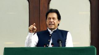 Премиерът на Пакистан призова за колективни мюсюлмански действия срещу ислямофобията