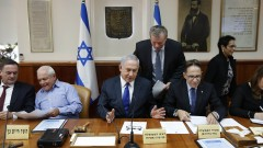 Повдигат обвинения срещу приближен на Нетаняху заради афера с подводници