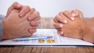 Все повече българи се развеждат онлайн през пандемията