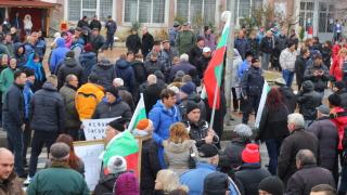 """Стотици кресненци затвориха Е-79 с """"хитър"""" протест"""