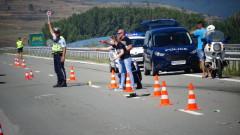 Кола се преобърна заради куче по пътя за Враца