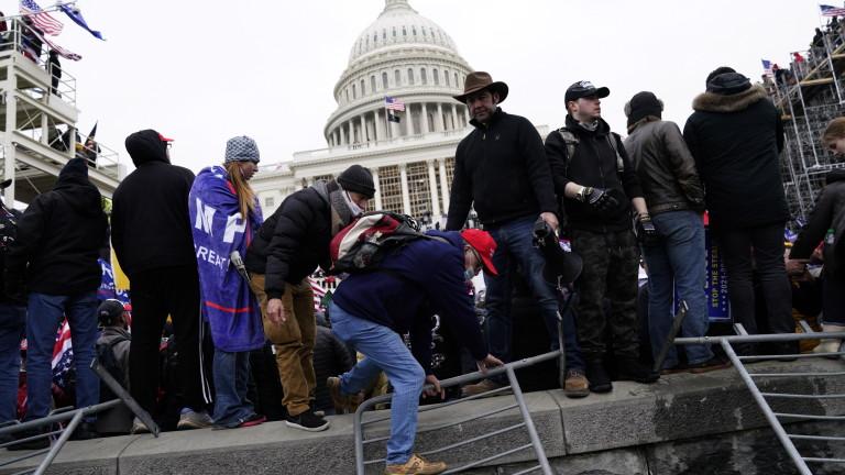 В щурма срещу американския Конгрес на 6 януари се вижда