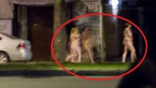 Чисто голи жени и мъже се разходиха в Санкт Петербург (СНИМКИ 18+)