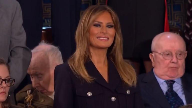 Защо Мелания Тръмп носи само една ръкавица