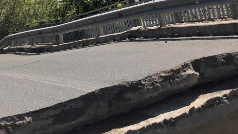 В Италия падна автомобилен мост над река Магра. Съоръжението е