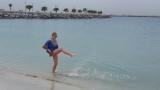 Джина Стоева щурее на плажа в Дубай (СНИМКИ)
