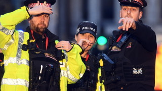 Бой, стрелба и загинал на моста в Лондон
