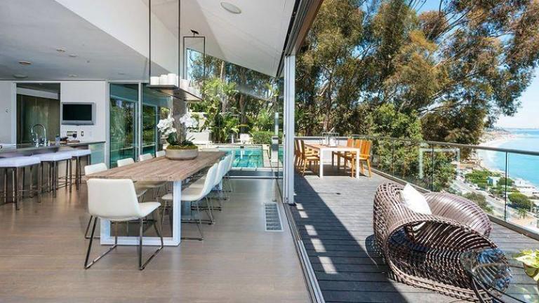 Актьорът Матю Пери продава къщата си на плажа в Малибу,