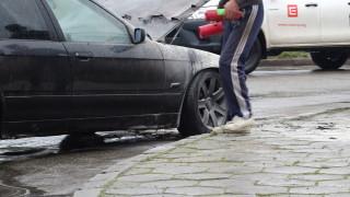 Кола се самозапали на метри от пловдивска бензиностанция