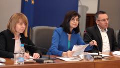 Кунева търси място в училище и за пенсионираните преподаватели