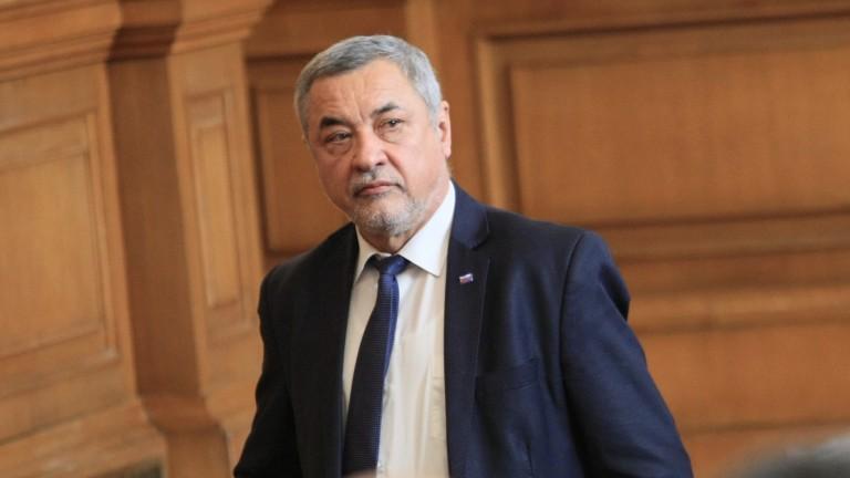 Валери Симеонов: Недопустимо е БНТ да дава оценки и присъди