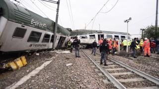 Влак дерайлира край Милано, има загинали и тежко ранени