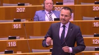 Протестиращи сезират прокуратурата за агресия от евродепутата Ангел Джамбазки