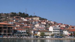Македонски военни вдигат диги на Охридското езеро