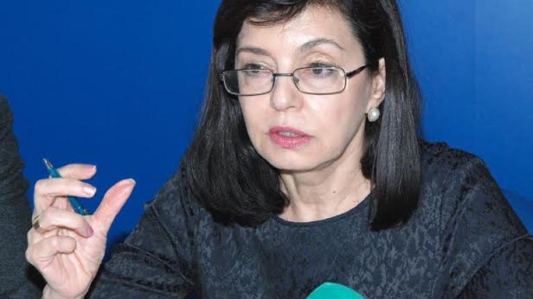 Носенето на бурки в училище е незаконно, категорична Кунева