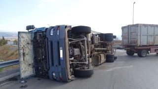 Камион с пшеница се запали край Исперих