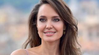 """Колко секси е Анджелина Джоли на премиерата на """"Господарката на злото 2"""""""