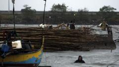 """Тайфунът """"Хагупит"""" взе 27 жертви във Филипините"""