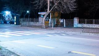 Шофьор блъсна майка с дете на пешеходна пътека в Бургас и избяга